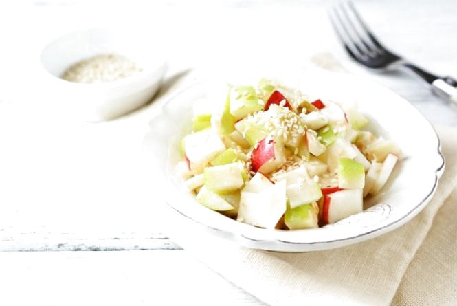 Постимо смачно: гострий яблучний салат