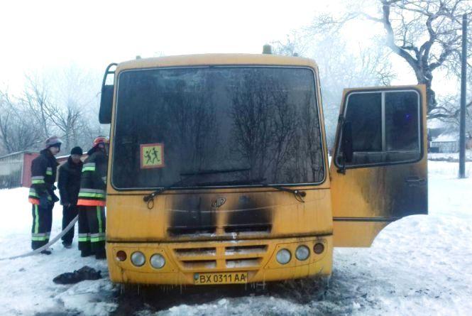 У Деражнянському районі полум'я охопило шкільний автобус