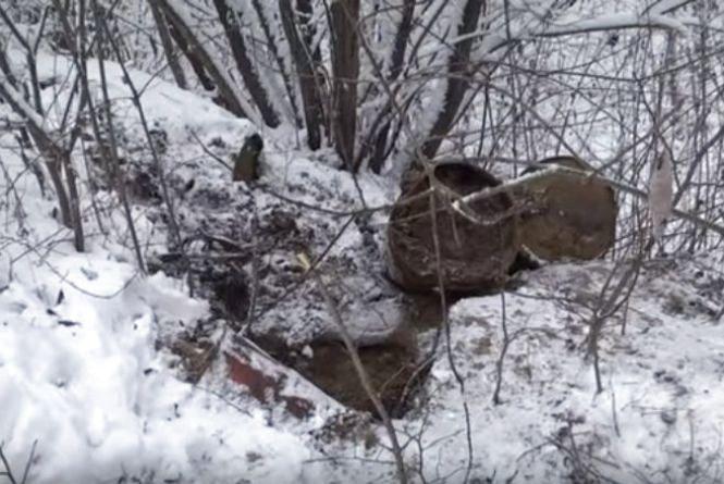 """Екологічна """"бомба"""": біля Хмельницького знайшли сотні бочок з хімікатами"""