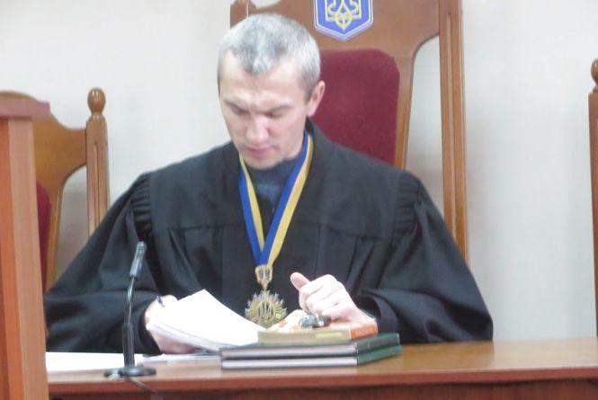 """""""Гроші за волю"""": суд обрав запобіжний захід керівнику шепетівської колонії, який попався на хабарі"""