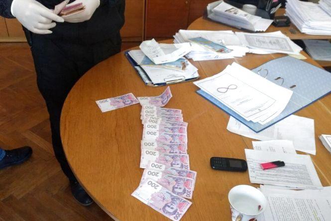У Летичеві поліцейського хотіли підкупити за 29 тисяч гривень