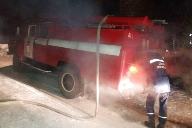 12 вогнеборців гасили пожежу в Кам'янці-Подільському: загорівся житловий будинок