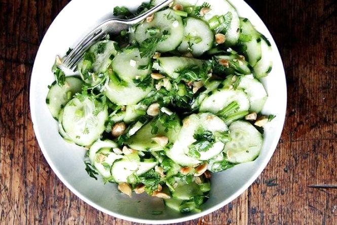 Постимо смачно: салат з авокадо і мигдалем