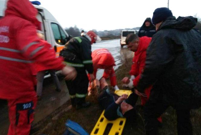 Невдала рибалка: у мікрорайоні Дубове чоловік провалився під лід