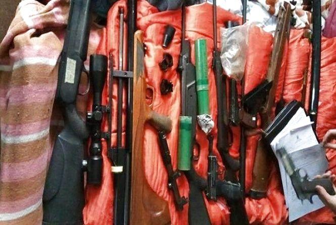 У Хмельницькомузатримала торгівця зброєю