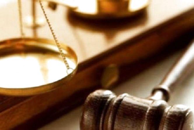 Двоє на одного: суд виніс вирок мешканцям Ярмолинеччини, які напали на свого односельця