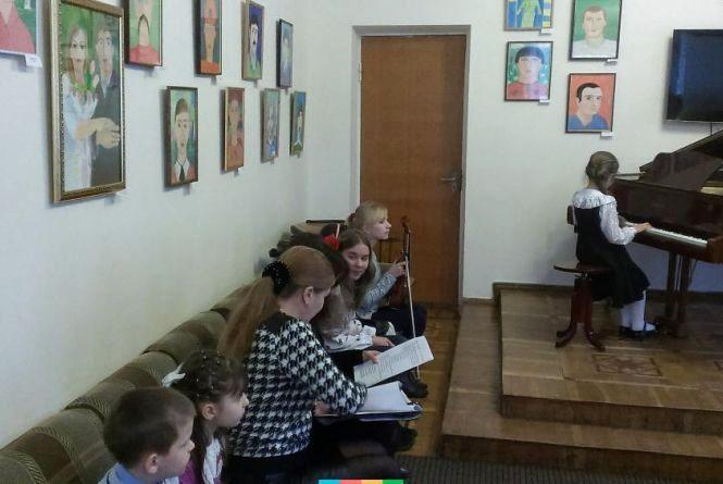 У Хмельницькому вперше проведуть конкурс юних піаністів
