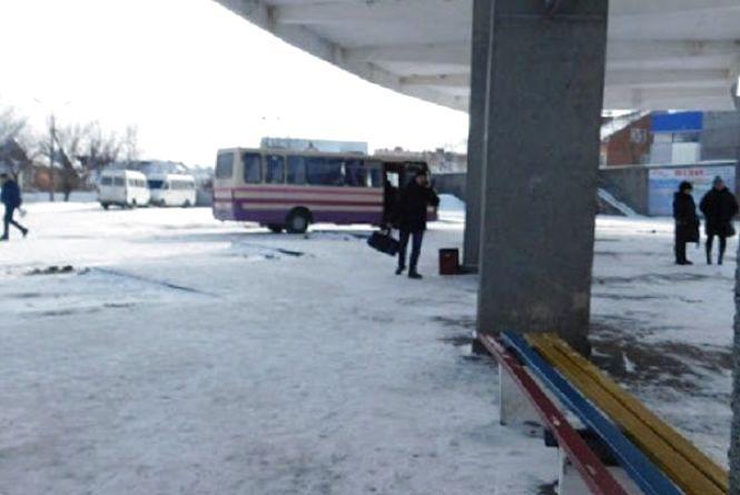 Негода вирує: як курсують автобуси та чи можна виїхати з Хмельницького