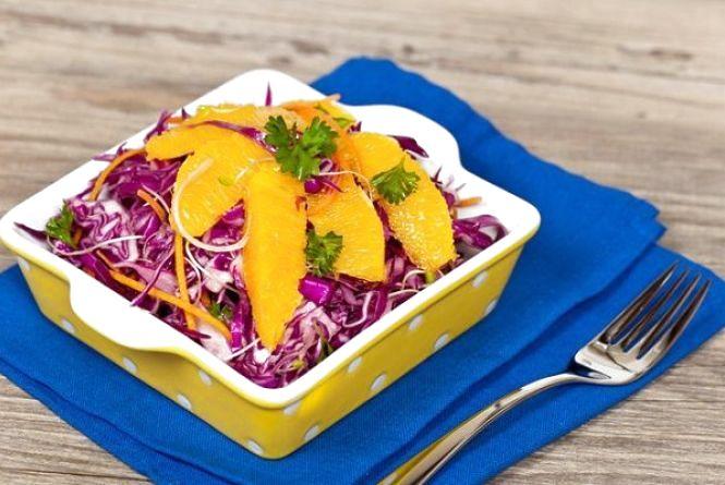 Пісний сніданок: готуємо капустяно-цитрусовий салат
