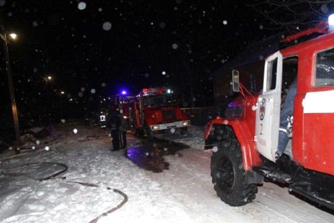 15 рятівників на 3 автомобілях гасили пожежу в мікрорайоні Дубове