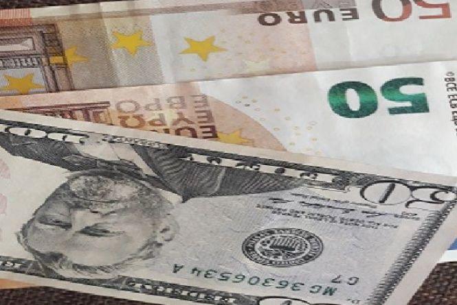 Долар та євро подешевшали: курс НБУ на 21 березня