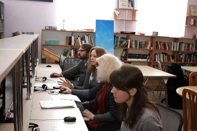 Конкурс на кращу статтю про Хмельницький триває в обласній бібліотеці