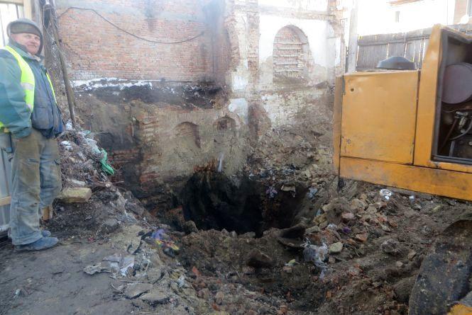 Будівництво на Соборній: про підземні ходи, думки істориків і проект нового ТЦ
