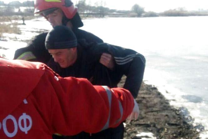 Невдала рибалка: на ставку в мікрорайоні Дубове чоловік провалився під лід