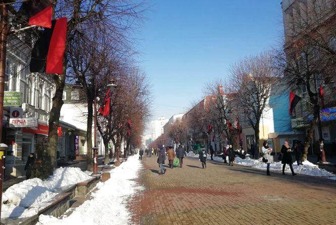 На  Хмельниччині вивішуватимуть червоно-чорний прапор у пам'ятні дні - облрада прийняла рішення