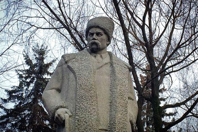Про пам'ятники Шевченку у Хмельницькому. Чому місто 11 років було без Кобзаря?