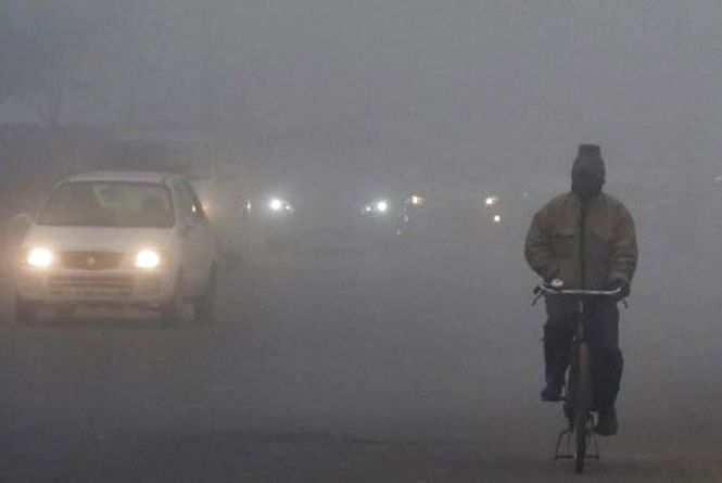 Густий туман на дорогах Хмельниччини: водіїв просять бути обережними