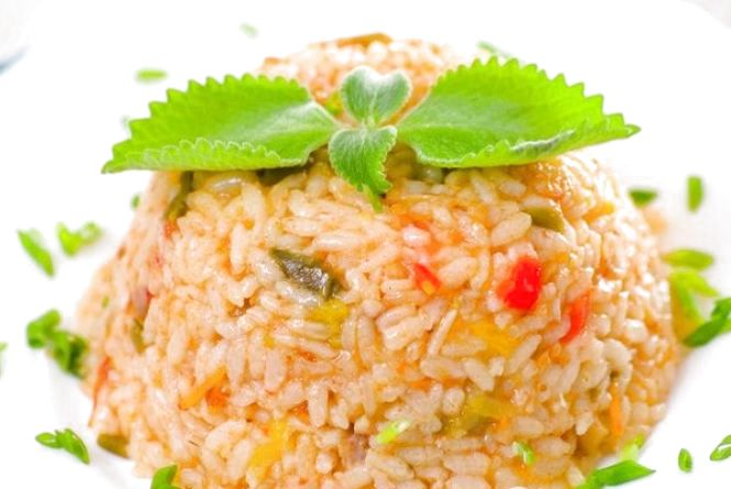 Пісний сніданок: готуємо салат з рису та овочів