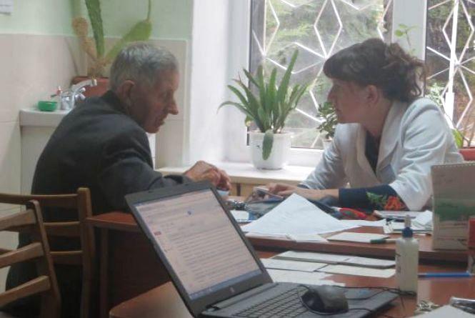 З 2 квітня хмельничани зможуть підписувати декларації з сімейними лікарями