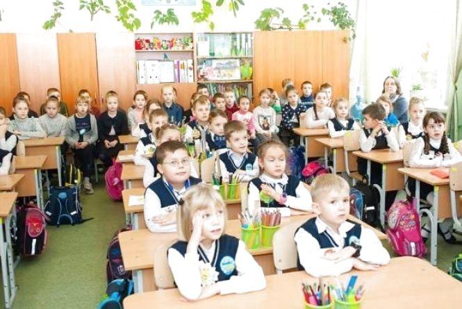 Хмельницькі школярі з понеділка, 2 квітня, знову сідають за парти