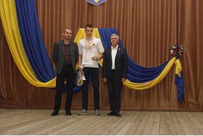 Одинадцятикласник  Ярослав з Хмельницького переміг у Всеукраїнській олімпіаді