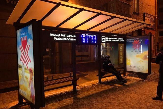 """""""Розумні зупинки"""" у Хмельницькому: де і коли встановлять та які функції матимуть"""