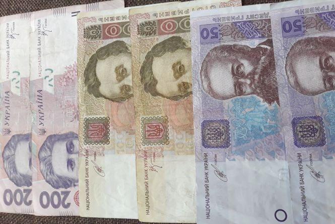 Курс НБУ на 3 квітня - долар та євро падають