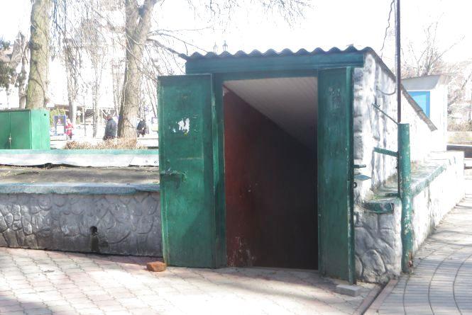 Ремонт туалету в сквері Шевченка знову перенесли. Коли обіцяють зробити
