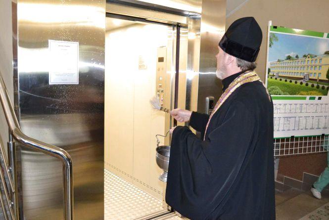 У хмельницькому військовому шпиталі нарешті запрацював новий лікарський ліфт