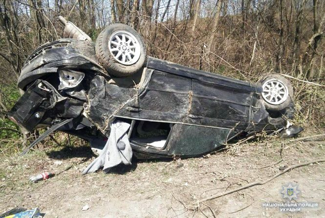 """Біля Лісових Гринівців перекинувся """"BMW"""" - четверо людей постраждали"""