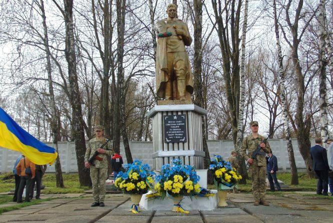 Молитвою та квітами хмельничани вшанували пам'ять в'язнів нацистських концтаборів