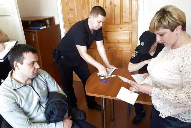 Підробив документи, щоб не депортували: у Хмельницькому затримали нелегала