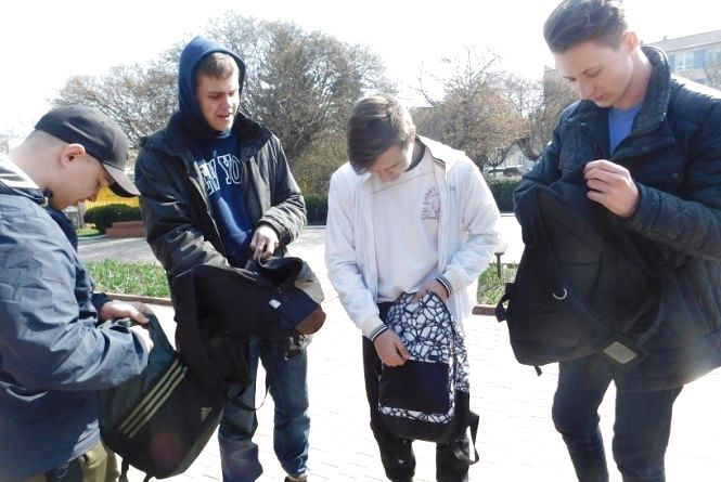 Що носять у рюкзаках хмельницькі студенти (ОПИТУВАННЯ)