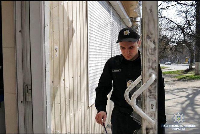 Розбійний напад на Тернопільській. Як  патрульні затримали озброєних злочинців