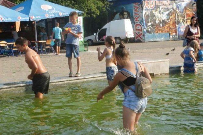 З травня у Хмельницькому запустять три фонтани. Графік роботи