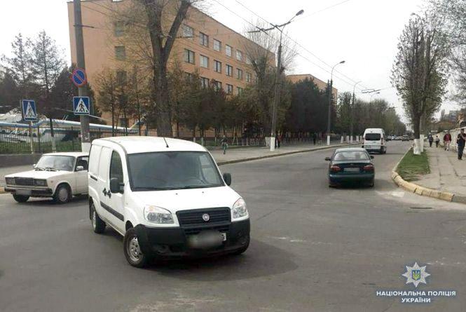 На Шевченка автівка збила 15-річну велосипедистку