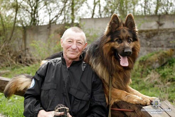 Про любов до тварин. Як ціла сім'я виховує поліцейських собак