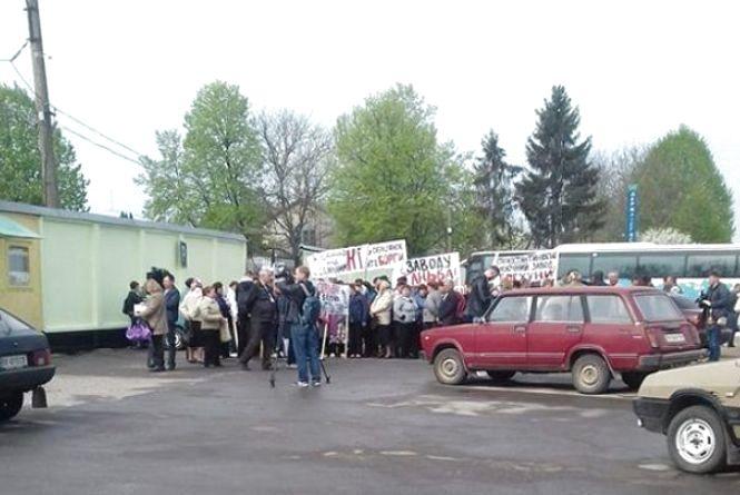 """""""Молочний скандал"""": у Старокостянтинові на мітинг вийшли ошукані селяни"""