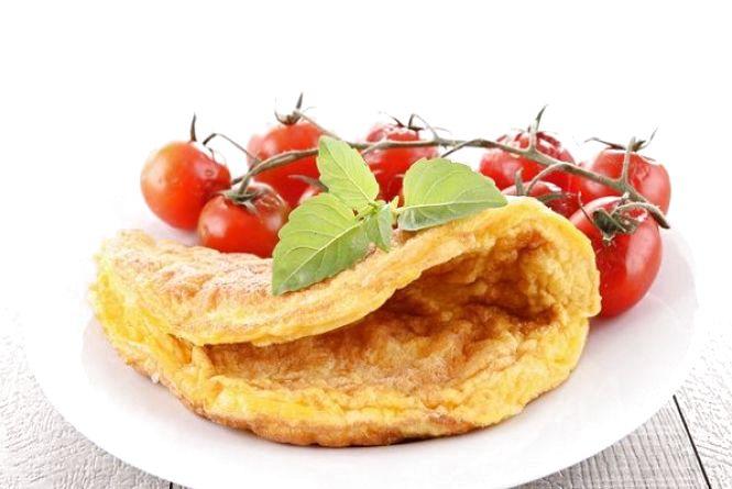 Швидкий і смачний сніданок: готуємо омлет по-грецьки
