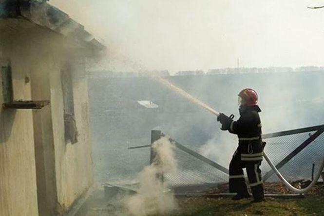 У Деражнянському районі через недопалок пенсіонер згорів у власному будинку