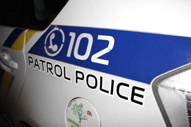 """У Хмельницькому поліцейські розбили службовий """"Toyota Prius"""""""