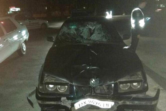 """Збив двох чоловіків на Шевченка та втік. Суд призначив покарання водію """"BMW"""", але за іншу ДТП"""