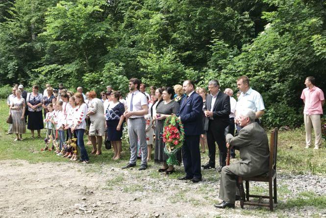 Пам'ятний знак жертвам війни відкрили на Красилівщині
