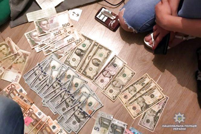 У Кам'янці дівчина організувала наркобізнес. Місячний оборот - 200 тисяч гривень