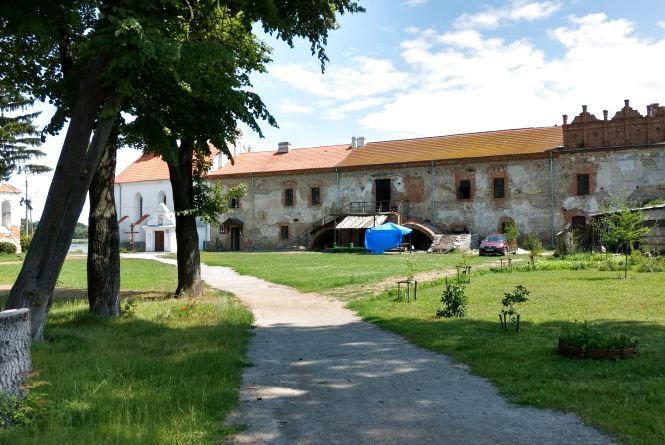 Подорож вихідного дня. Оборонна вежа монастиря та неприступний замок у Старокостянтинові
