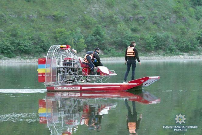Більше кілометра браконьєрських сіток витягли з Дністра