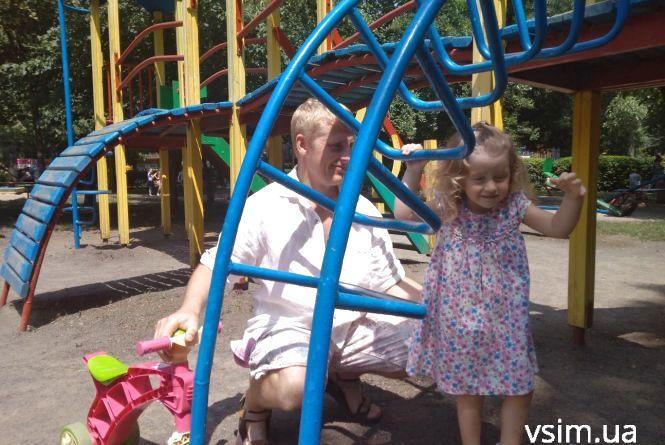 """""""Для дівчинки тато – перше кохання"""": що хмельничани говорять про День батька"""