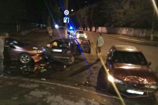 Нічна ДТП: у центрі Хмельницького зіткнулися три автомобілі