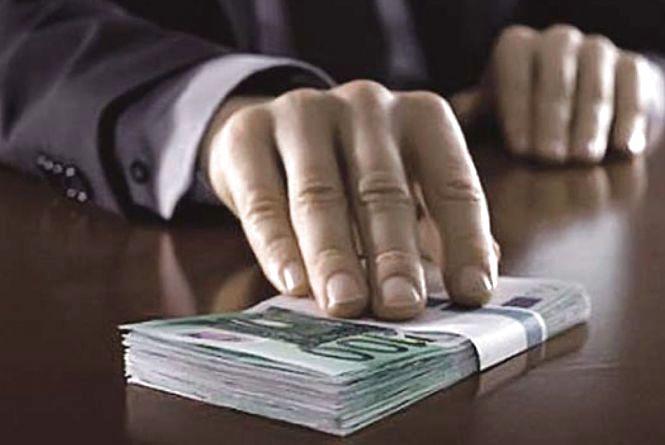 Мільйонний збиток: на Хмельниччині адвоката підозрюють у корупції