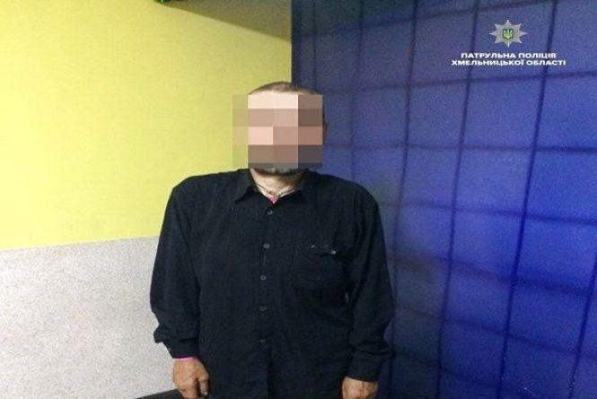 У Хмельницькому патрульні затримали чоловіка, якого розшукували за крадіжки
